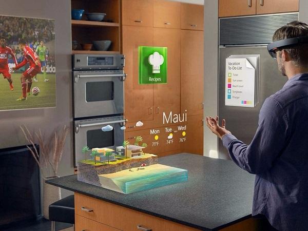 产品思维 | 微软未来将会推出一款高科技眼镜,但它会不会步谷歌眼镜的后尘?