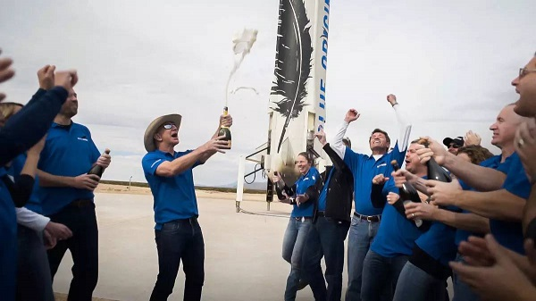 贝索斯的载人火箭成功回收 2018能实现太空旅行?