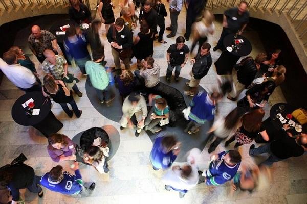 硅谷专栏:全民创业?全民假装创业才对啊