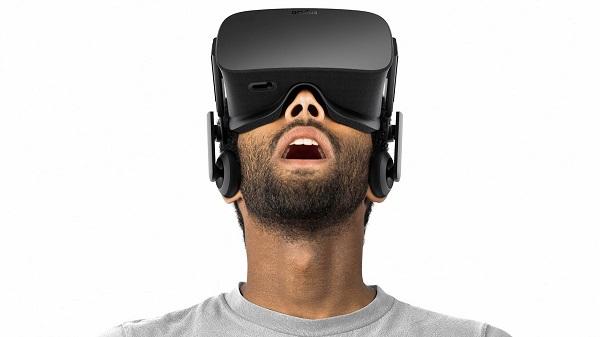 VR 的元年?会不会是下一个「智能手环」?