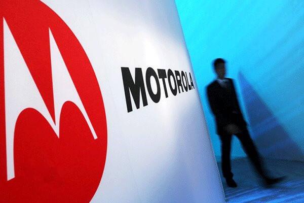 Moto 登陆《南都》背后,是国际手机品牌的双雄对决?