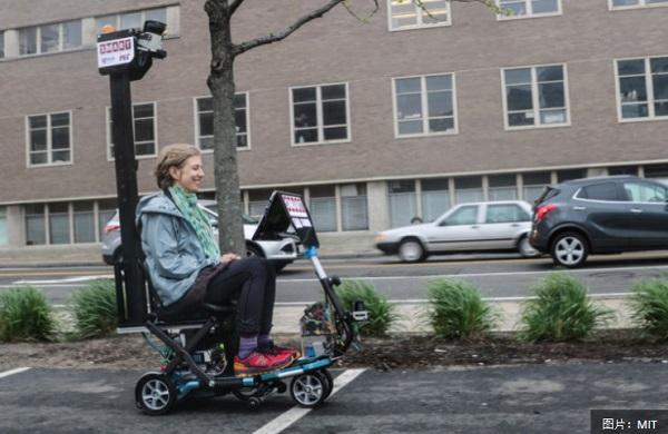 MIT 研发自动驾驶踏板车,逛街不用双脚不怕累