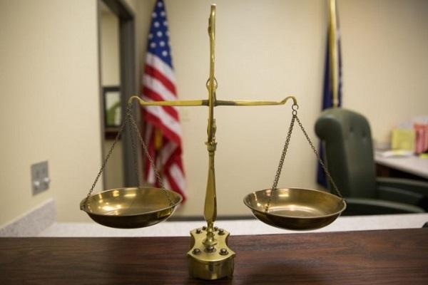 为调查儿童性虐事件, FBI 在 120 个国家 8000 多名用户中实行钓鱼执法