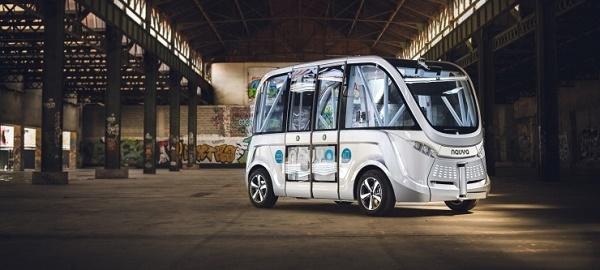 坐进这辆浪漫的法国小车,你也许能看见无人驾驶的未来