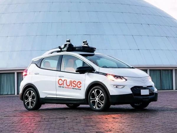 通用自主开发无人驾驶汽车首次公开试驾