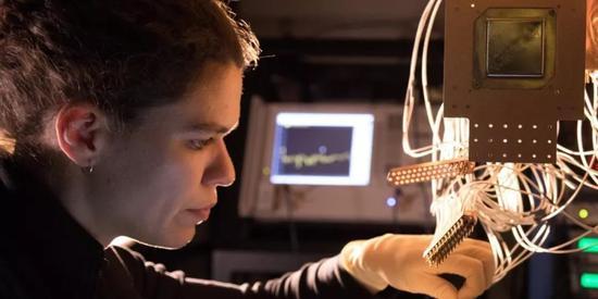 谷歌公布 72 位量子比特处理器,吹响量子霸权冲锋号