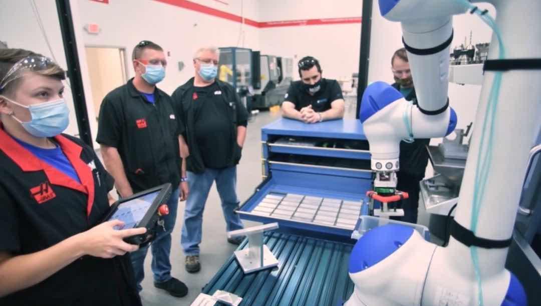 买数控机床也不投资机器人?专家揭秘美中小制造业自动化关键难题