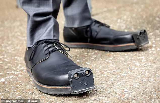"""用鞋子给视障人士导航!这款""""导盲鞋""""可检测4米外障碍物,振动提醒躲避,一双2w5"""